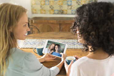 Two women looking at their picture on a tablet - SBOF01453