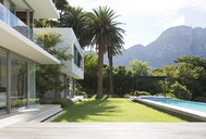 Modern house and swimming pool - CAIF03690