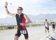 Runner spraying himself with water in race - CAIF03817