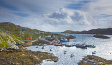 View of fishing boats in craggy harbor, Luskentyre, Harris, Outer Hebrides - CAIF04139