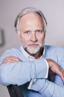 Portrait of serious mature man with blue eyes and grey hair - UUF12948