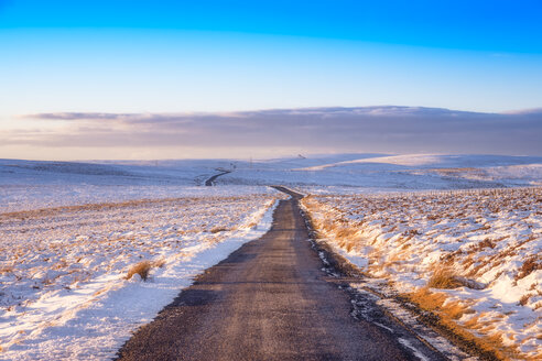 United Kingdom, Scotland, East Lothian, Lammermuir Hills, road in winter - SMAF00961