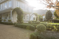 Ornamental garden and luxury house - HOXF00204