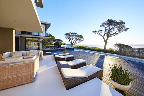 Modern luxury home showcase patio with ocean view - HOXF00486