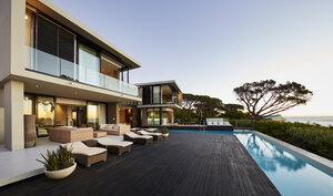 Modern luxury home showcase deck and swimming pool - HOXF00489