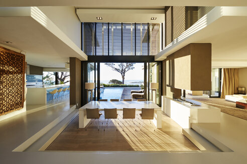 Modern luxury home showcase interior and patio with swimming pool - HOXF00492