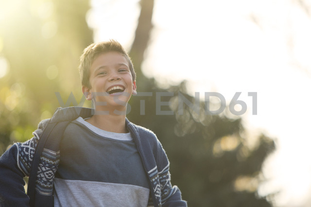 Laughing boy outdoors - HOXF00579 - Tom Merton/Westend61