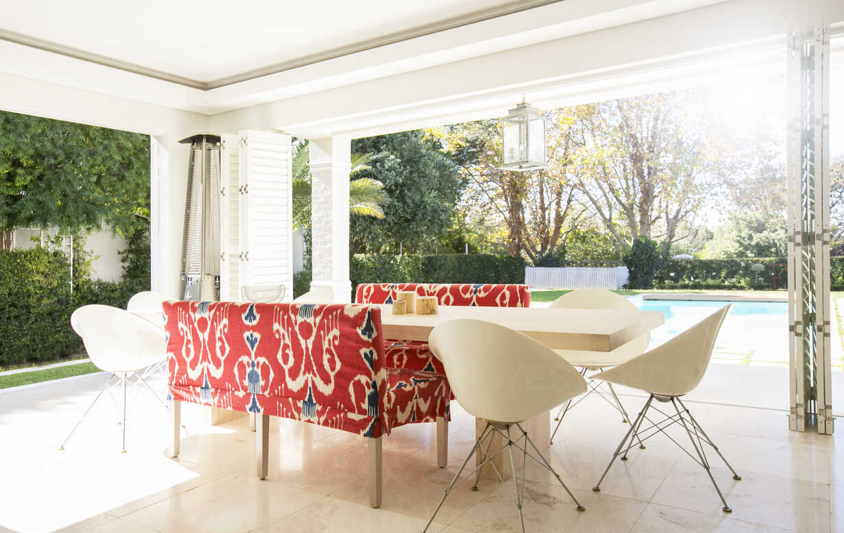Home showcase dining room open to patio - HOXF00759 - Tom Merton/Westend61