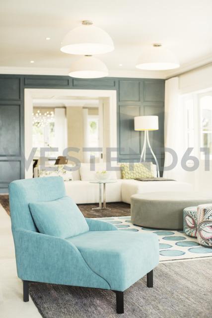 Turquoise armchair in luxury living room - HOXF00777 - Tom Merton/Westend61