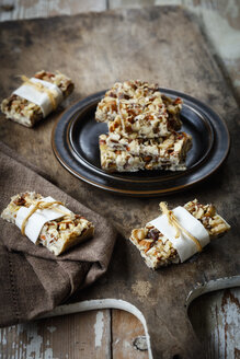 Homemade nut bars with cocoa butter, hazelnuts, walnuts and almonds - EVGF03302