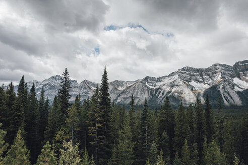 Canada, Alberta, Banff National Park, Valley of the Ten Peaks, Rocky Mountains - GUSF00340
