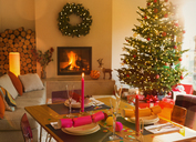 Ambient dining table, fireplace and Christmas tree in living room - HOXF01925