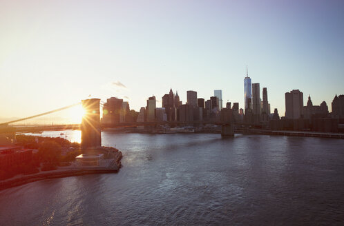 Cityscape view of New York and Brooklyn Bridge at sunset - HOXF02195