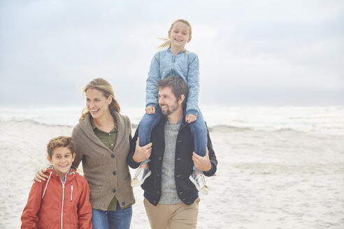 Family walking on winter beach - HOXF02633