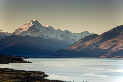Scenic view of Lake Pukaki and Mount Cook, South Island New Zealand - CAIF04759