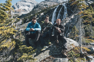 Canada, British Columbia, Glacier National Park, three hikers resting at Sir Donald Trail - GUSF00412