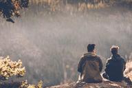 Canada, British Columbia, Kelowna, Myra Canyon, hikers resting at Kettle Valley Rail Trail - GUSF00418