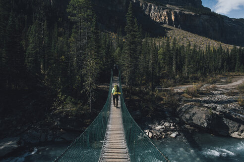 Canada, British Columbia, Mount Robson Provincial Park, man on swinging bridge on Berg Lake Trail - GUSF00484