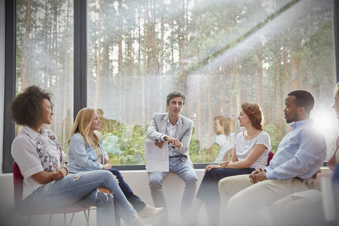 Therapist leading group therapy session - CAIF06855
