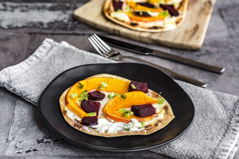 Homemade pizza with pumpkin and beetroot - SARF03596