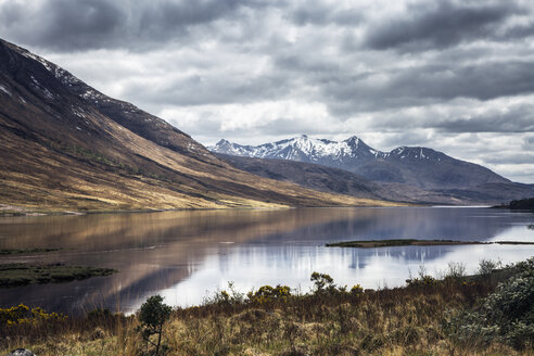 Scenic view of mountains and lake, Isle of Skye, Scotland - CAIF07519