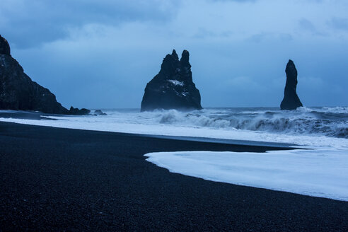Rock formations and stormy ocean at dusk, Reynisdrangar, Vik, Iceland - CAIF07537