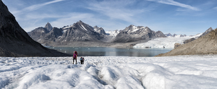 Greenland, Sermersooq, Kulusuk, Schweizerland Alps, group of people walking in snow - ALRF00940