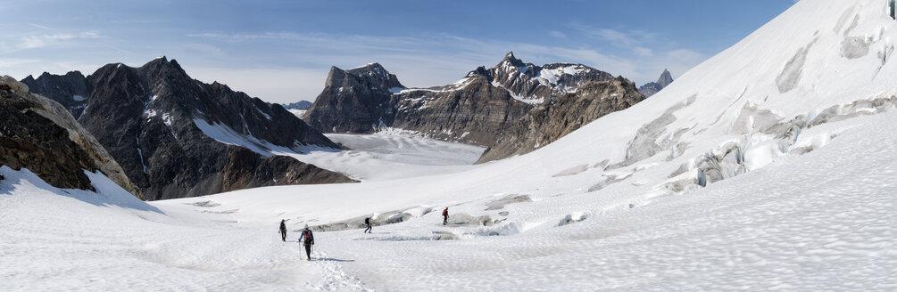 Greenland, Sermersooq, Kulusuk, Schweizerland Alps, group of people walking in snow - ALRF00970
