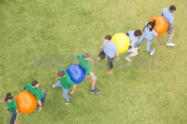 Teammates performing fitness ball team building activity - CAIF11927 - Martin Barraud/Westend61
