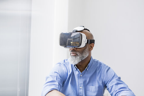 Businessman using Virtual Reality Glasses - FMKF04927