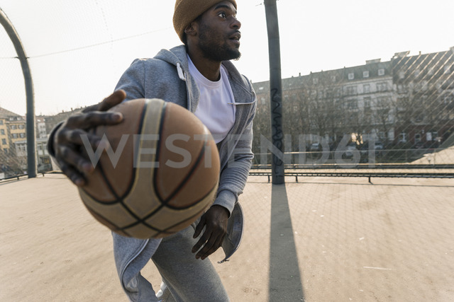 Basketball player in action on court - UUF13004
