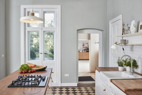 Empty kitchen with gas stove - RORF01118