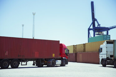 Truck carrying cargo container - CAIF15098