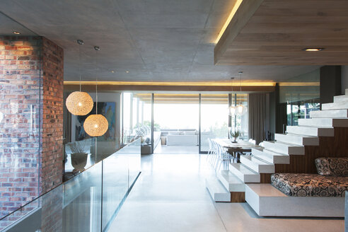 Open modern living space - CAIF15645