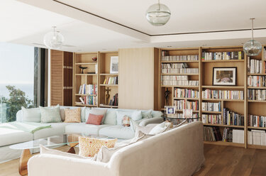 Sunny living room - CAIF17111