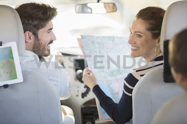 Family with map inside car - CAIF17693