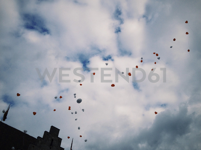Heart-shape balloons in the sky - EVGF03304