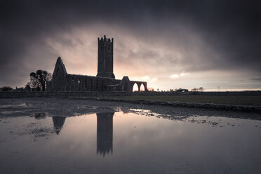 Ireland, abandoned church ruin - STCF00416