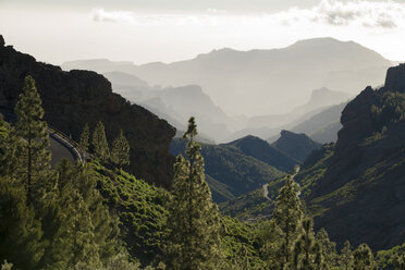 Spain, Canary Islands, Gran Canaria, view from Roque Nublo - STCF00425