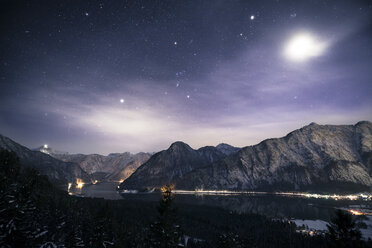 Austria, Salzkammergut, Lake Hallstatt, Dachstein and Salzberg at night - STCF00473