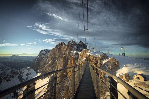 Austria, Styria, Schladming, swinging bridge at Dachstein - STCF00476