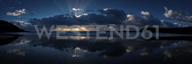 United Kingdom, Pembrokeshire, Manorbier Beach at sunset - ALRF01009