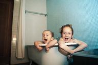 Portrait of kids in bathtub - CAVF10999
