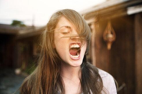 Woman screaming at backyard - CAVF20678