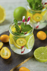 Infused water with lime, lemon, kumquat and mint - JUNF01020