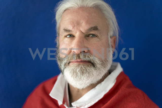 Portrait of bearded mature man wearing Santa costume - MOEF00998