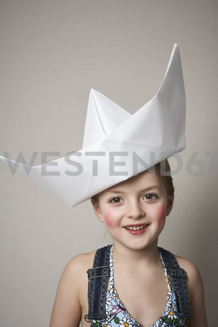Portrait of smiling little girl wearing big paper boat - FSF01009