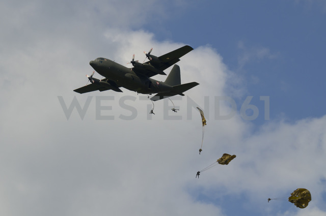 Austria, Styria, Military Airplane Hercules and sky-divers - STC00500