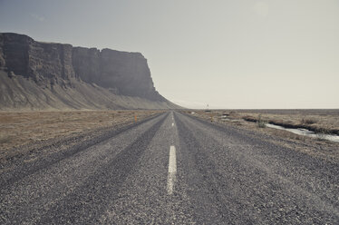 Iceland, South of Iceland, empty gravel road, ring road - STCF00521