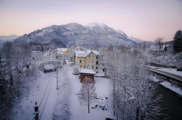 Austria, Salzkammergut, Bad Ischl in winter at daybreak - STCF00581